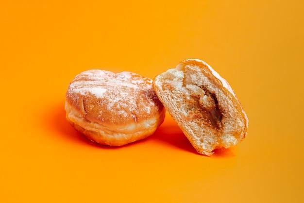Zoete donut geïsoleerd