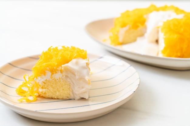 Zoete ei-serpentijncake of gouden eierdooierstaarten