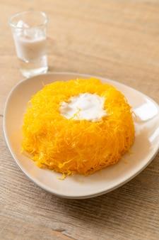Zoete eierkronkelige cake