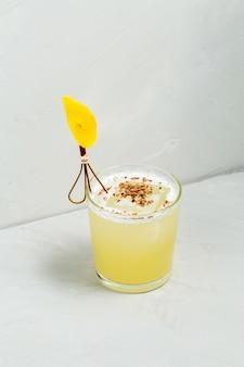 Zoete heerlijke zure modderige versierde cocktail
