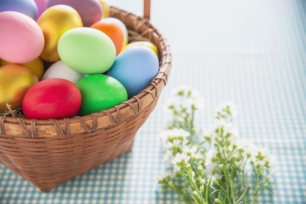 Zoete kleurrijke paaseierenachtergrond - de nationale concepten van de vakantieviering