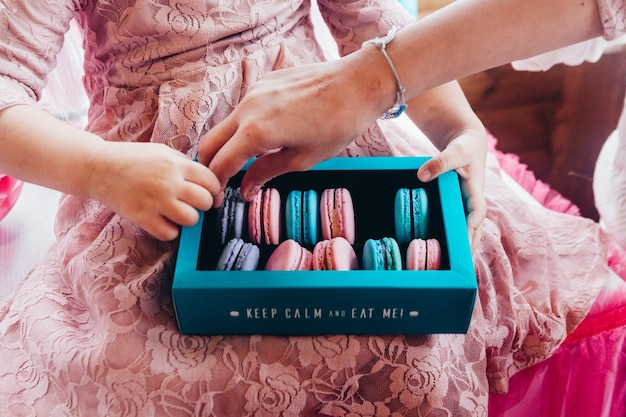 Zoete koekjes en cake voor verjaardagsfeestjes voor kinderen