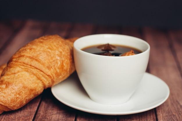 Zoete koekjes peperkoek koffie ontbijt desserts keuken