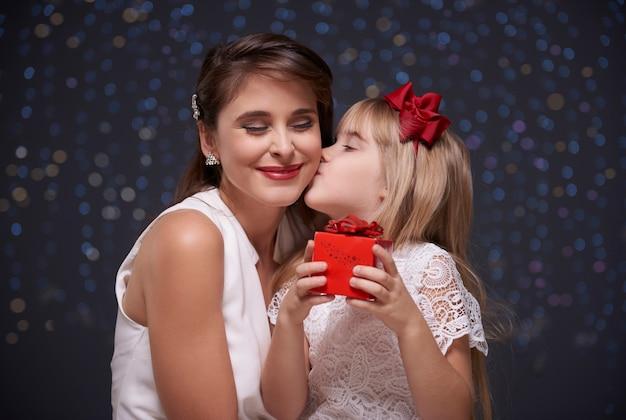 Zoete kus van geliefd kind