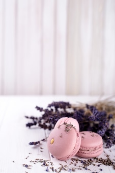 Zoete lavendel bitterkoekjes