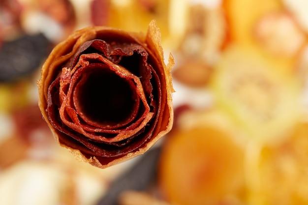 Zoete pure fruitpastille in rolletjes met bessen