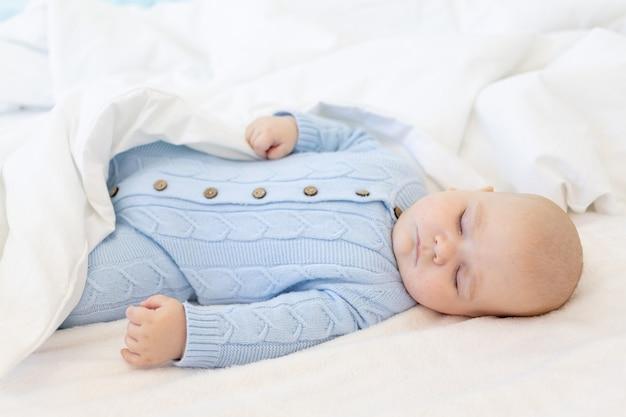 Zoete slaap baby, textiel en bed voor baby, gezonde slaap
