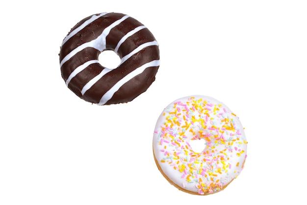 Zoete smakelijke donut geïsoleerd op wit.