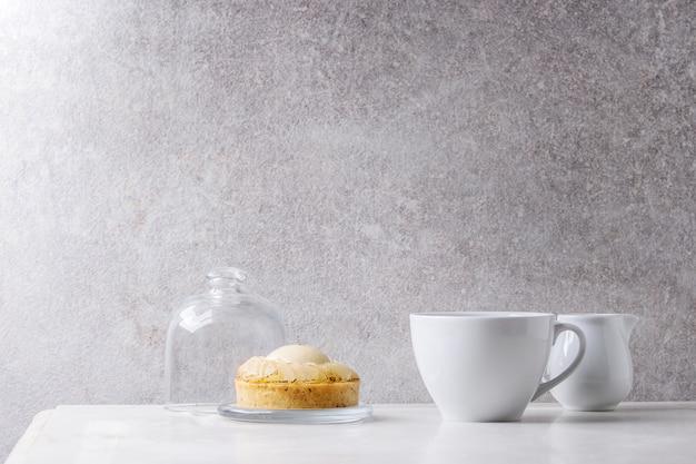 Zoete taartje met koffie
