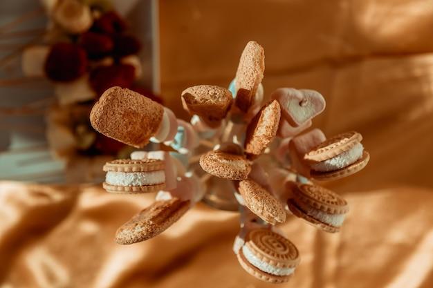 Zoete tafel met snoep en koekjes