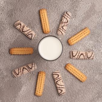 Zoete thee en koffie. koekjes, pretzels, crackers, bagels. zoete geneugten voor thee