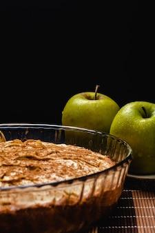 Zoete zelfgemaakte appeltaart met kaneel