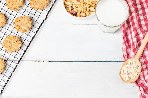 Zoete zelfgemaakte koekje met havervlokken