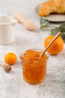 Zoete zelfgemaakte natuurlijke mandarijn jam