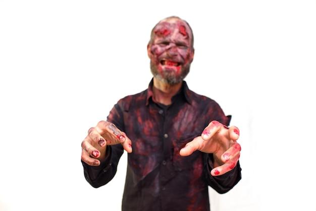 Zombie mannelijke make-up voor halloween concept. bloed op huid gezicht