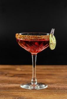 Zomer cocktail op een houten tafel