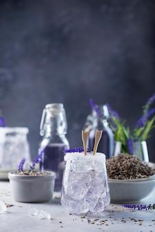 Zomer koud drankje met lavendel