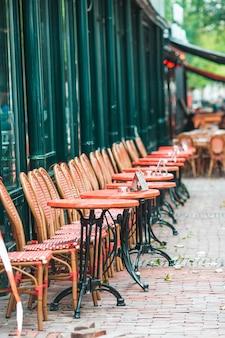 Zomer leeg openluchtrestaurant in europa