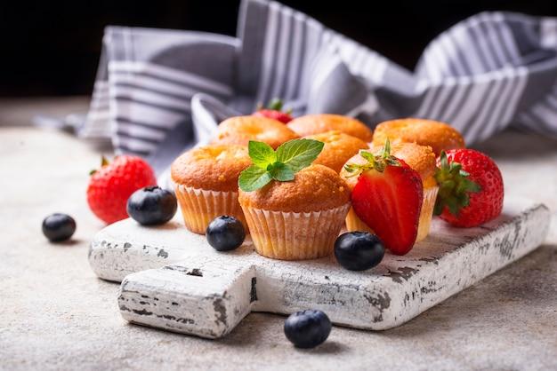 Zomer mini cupcakes met bessen