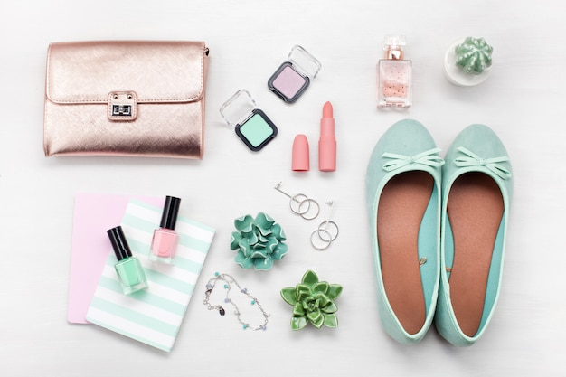 Zomer straatstijl. mode zomer meisje kleding set, accessoires.