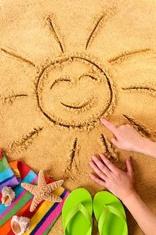 Zomer strand glimlachend zon