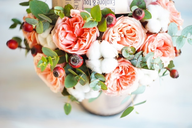 Zomerbloemen in geschenkverpakking