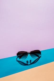 Zomerconcept met zonnebril