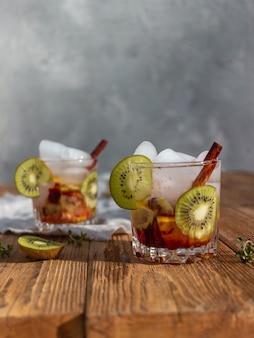 Zomerdrankje met ijs en peer