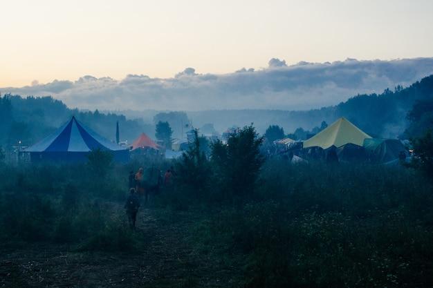 Zomerfeest buiten. festival achtergrond