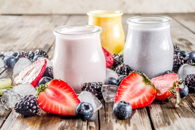 Zomerfruit en bessen smoothie