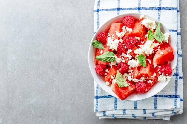 Zomerse salade met watermeloen en feta