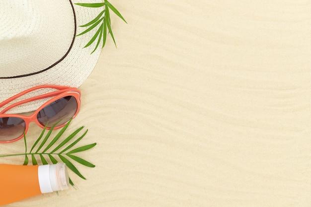 Zomerzandige ondergrond met hoed, zonnebril, zonnebrandcrème en bladeren