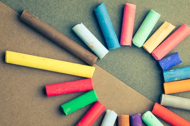 Zon gemaakt van kleurpotloden om te tekenen. detailopname
