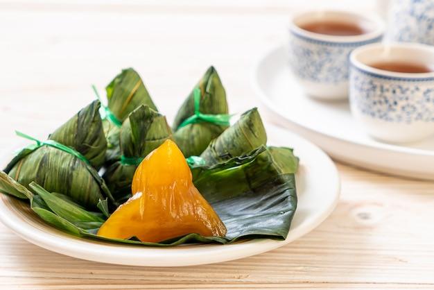 Zongzi of traditionele chinese kleefrijstbollen