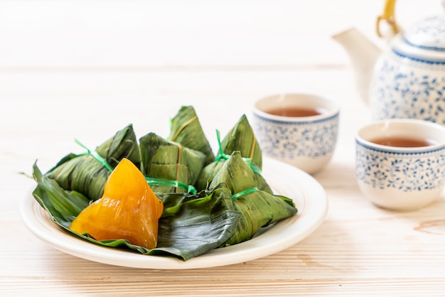 Zongzi of traditionele chinese kleefrijstbollen