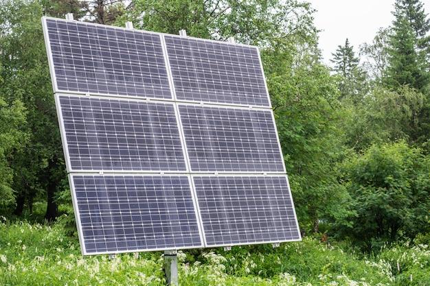 Zonne-batterij geïnstalleerd in het park