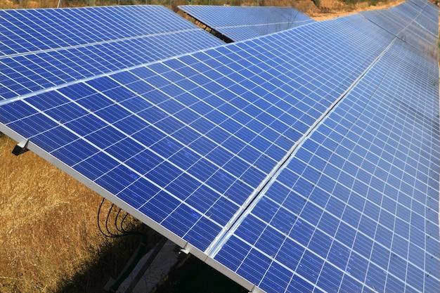 Zonne-elektrische platen groene energie-ecologie
