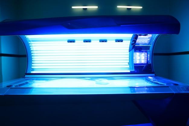 Zonnebank lichte machine blauwe kleur