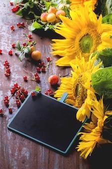 Zonnebloemen met bord