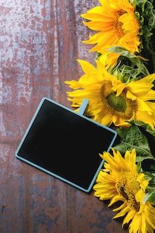 Zonnebloemen met schoolbord
