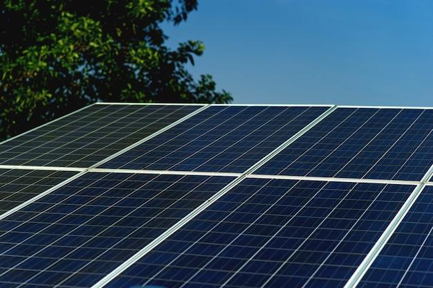 Zonnecellen zetten zonne-energie van de zon om in energie.