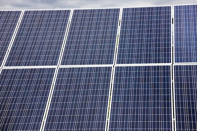Zonnepaneel, zonne-energie, groene economie en ecologie.