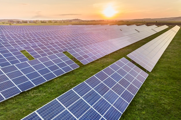 Zonnepanelen die hernieuwbare schone energie produceren