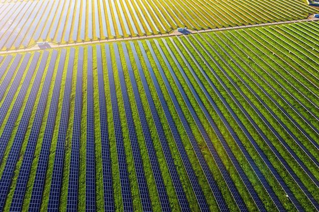 Zonnepanelen in luchtfoto