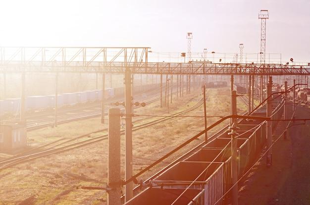 Zonnig spoorweglandschap