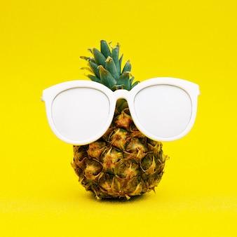 Zonnige ananas. minimale kunst
