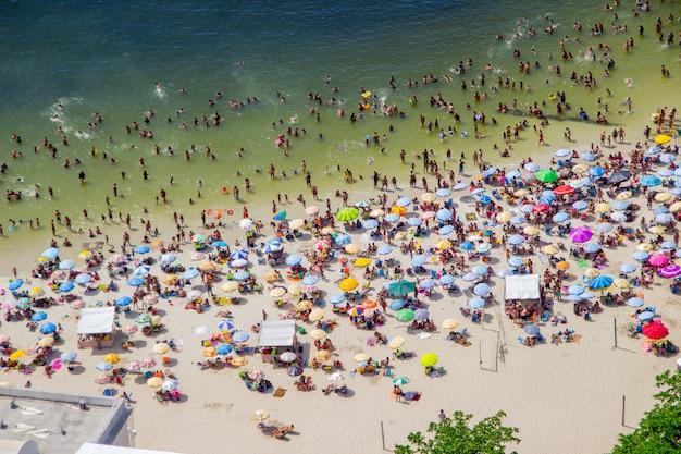 Zonnige dag op het strand van urca