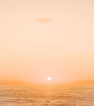 Zonsondergang aan de oceaan