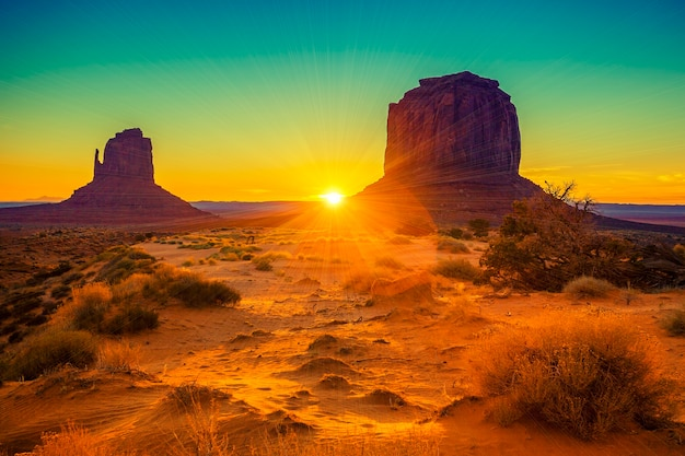 Zonsondergang bij de zusters in monument valley, vs.