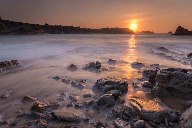 Zonsondergang in het portio-strand.